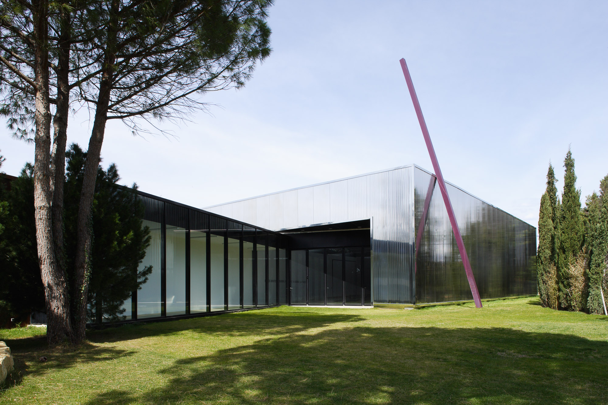 LLAMATA  Galerie d exposition  le Muy 83